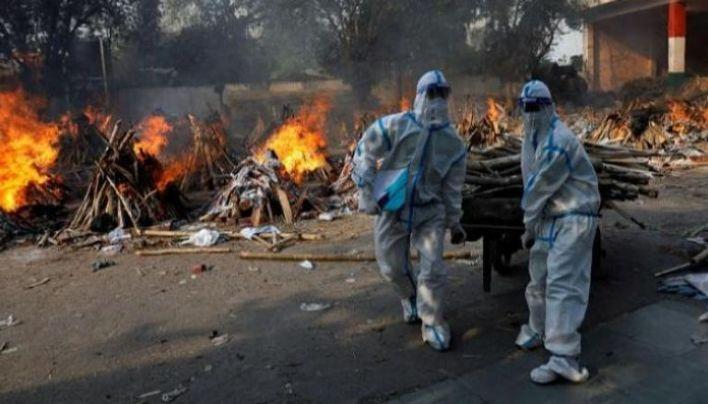 محرقة لضحايا فيروس كورونا بالهند
