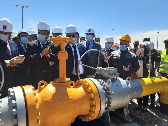 لحظة تدشين مشروع الأنبوب الغازي من قبل وزير الطاقة الجزائري