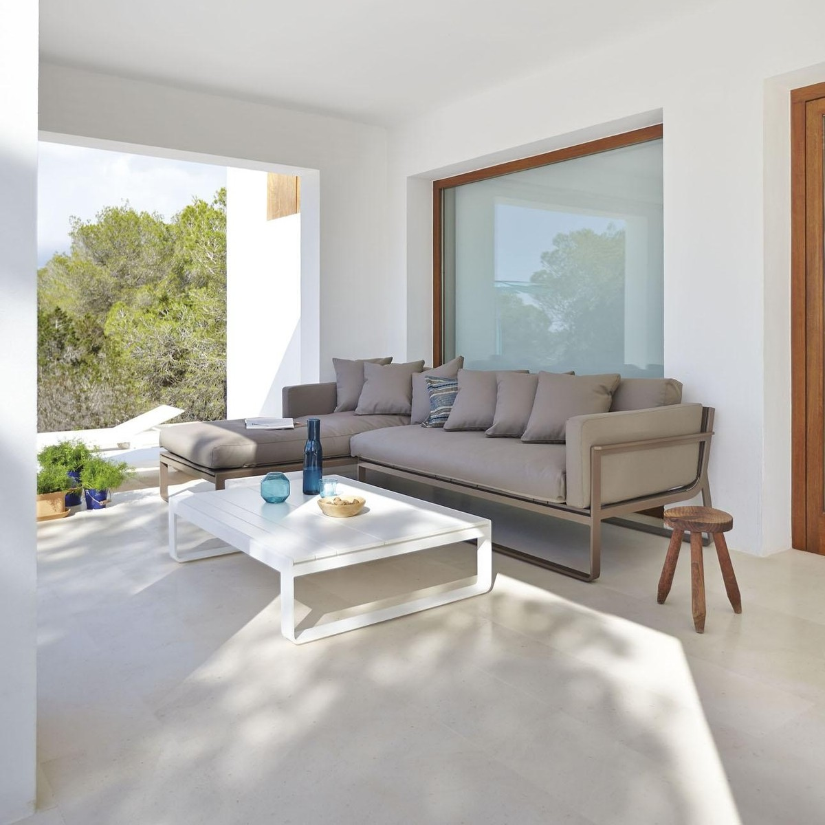 gandia blasco clack chair fy flat sofa modular ambientedirect