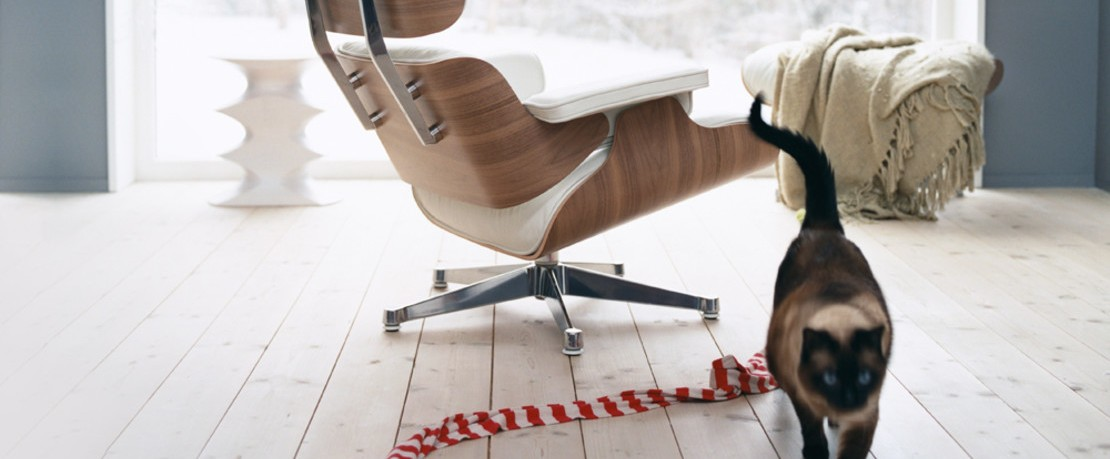 vitra lounge chair armless desk chairs eames ottoman ambientedirect mit katze