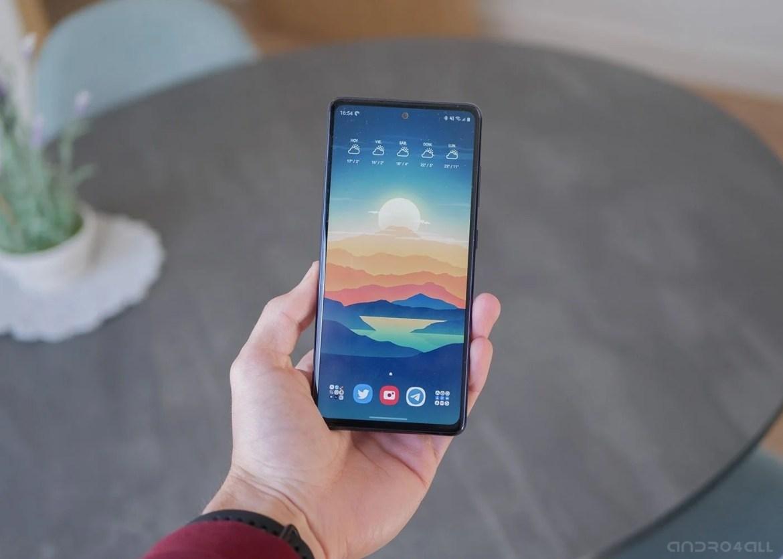 Samsung Galaxy S20 FE, pantalla encendida