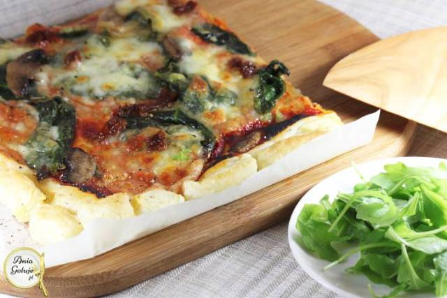 Пицца со шпинатом на слоеном тесте, 1