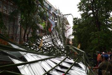 baja ringan murah kudus kabupaten jawa tengah 59313 atap stadion wergu roboh diterjang angin video antara jateng