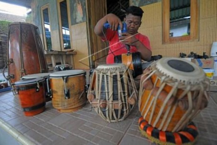 Kerajinan Alat Musik Ketipung Antara News Sumatera Utara