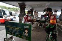 TNI bantu warga terdampak COVID-19