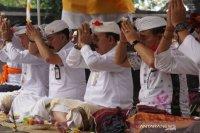 Bupati Karangasem memohon berkah di Pura Silayukti