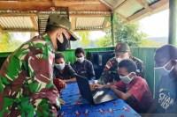 TNI ajarkan komputer ke siswa di perbatasan