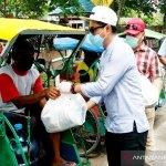 Korban terdampak COVID-19 di Kotim gembira dapat bantuan sembako