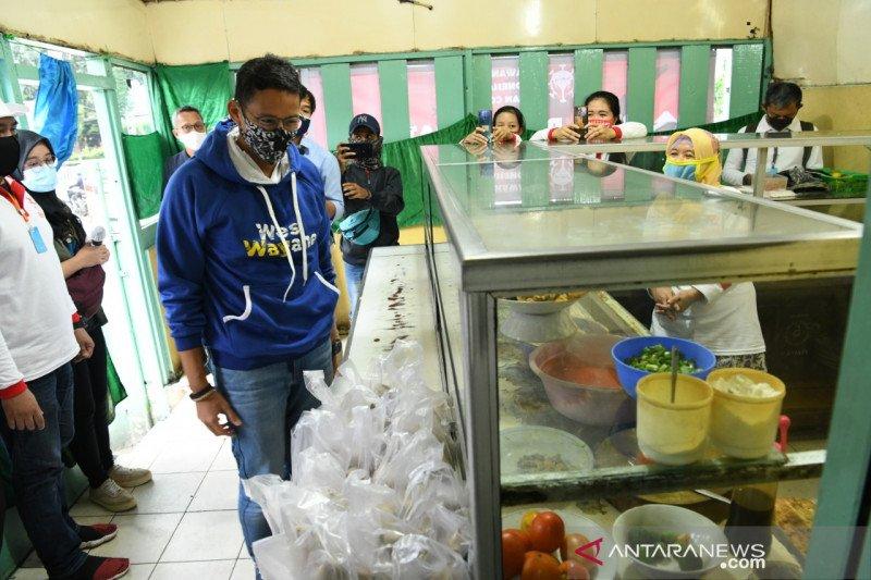 Relawan Indonesia Bersatu Bagikan Nasi Bungkus Di 8 Provinsi Psbb
