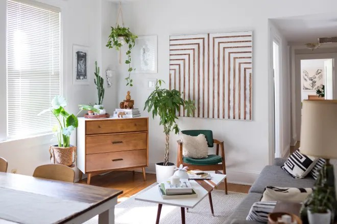 This 600-Square-Foot Home Is Full of Minimal Art and Enviable Organizing Ideas