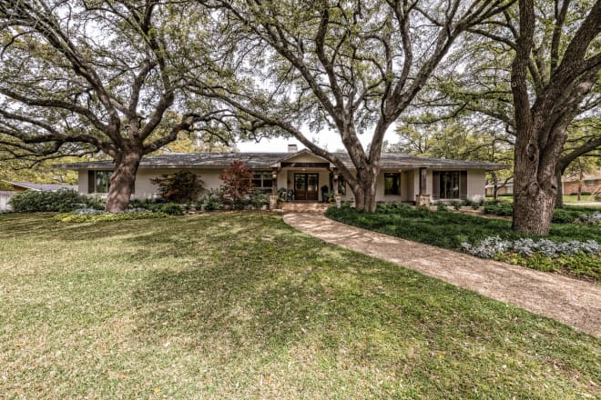 This Home from Season 2 of 'Fixer Upper' Is for Sale