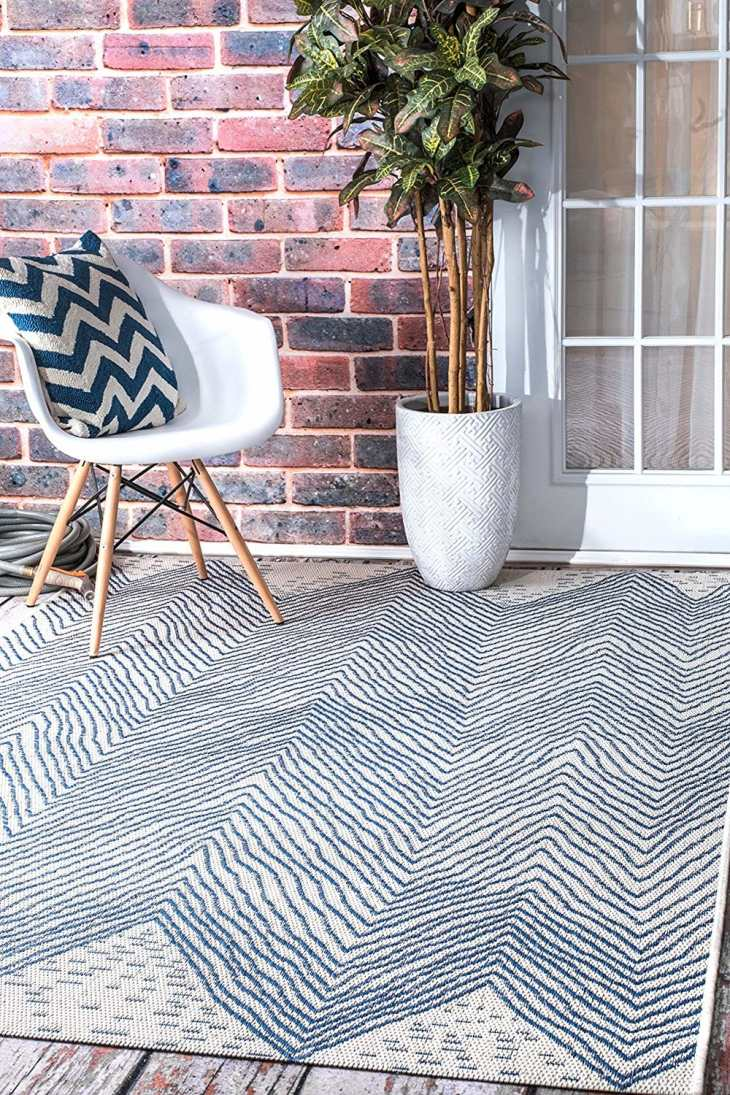 1. nuLOOM Geometric Outdoor Wavy Chevron Area Rug
