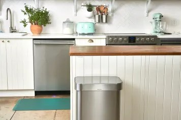 kitchen garbage rustic table sets where to store your trash can kitchn this is the easiest way deodorize
