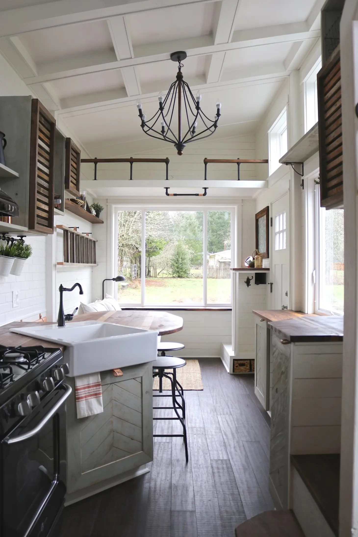 10 Of The Most Popular Farmhouse Kitchens On Apartment