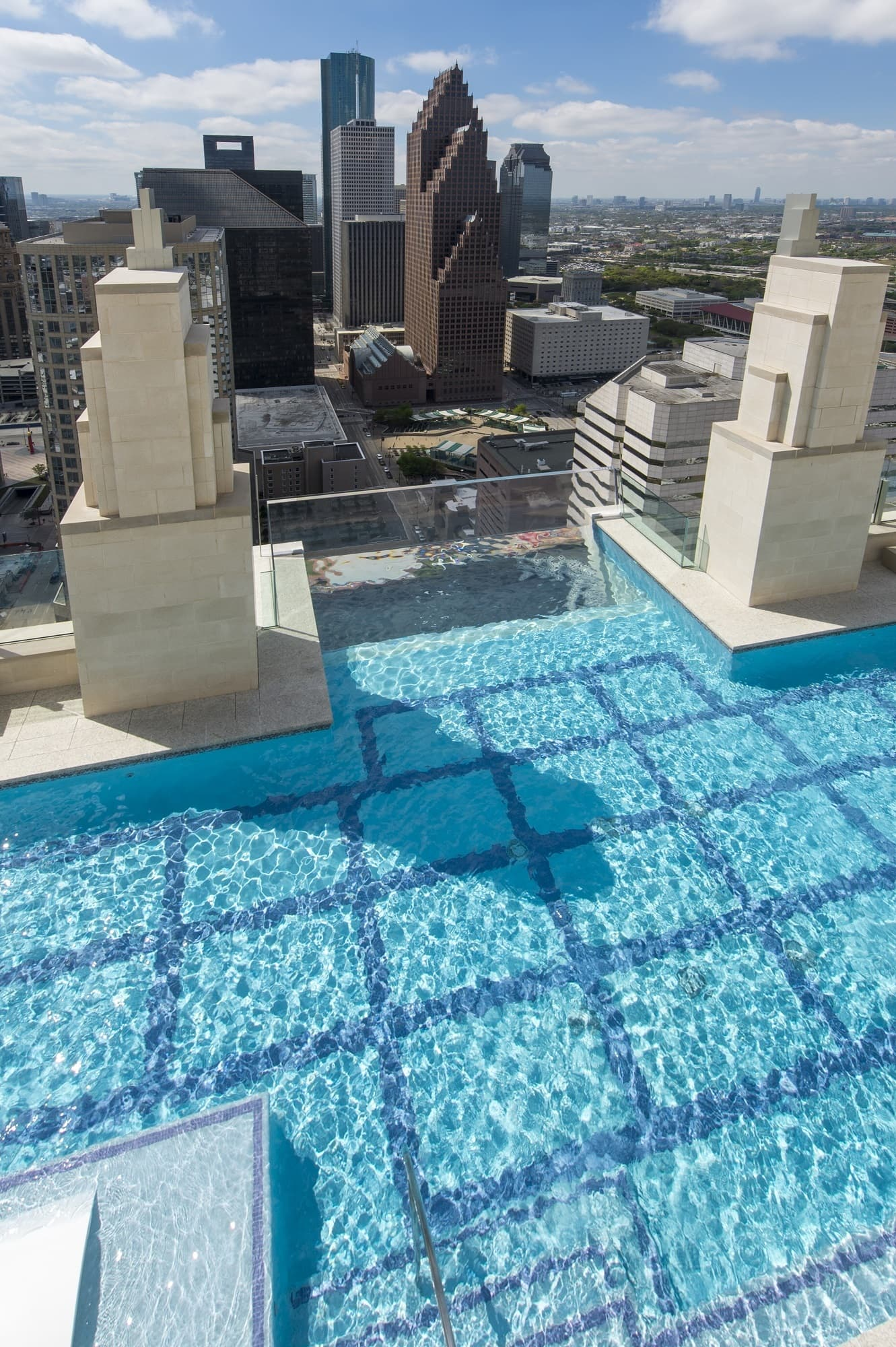 Glass-bottomed pool 500 feet above Houston | CNN Travel