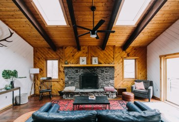 A Gallery of Cozy Cottage Interiors Apartment Therapy