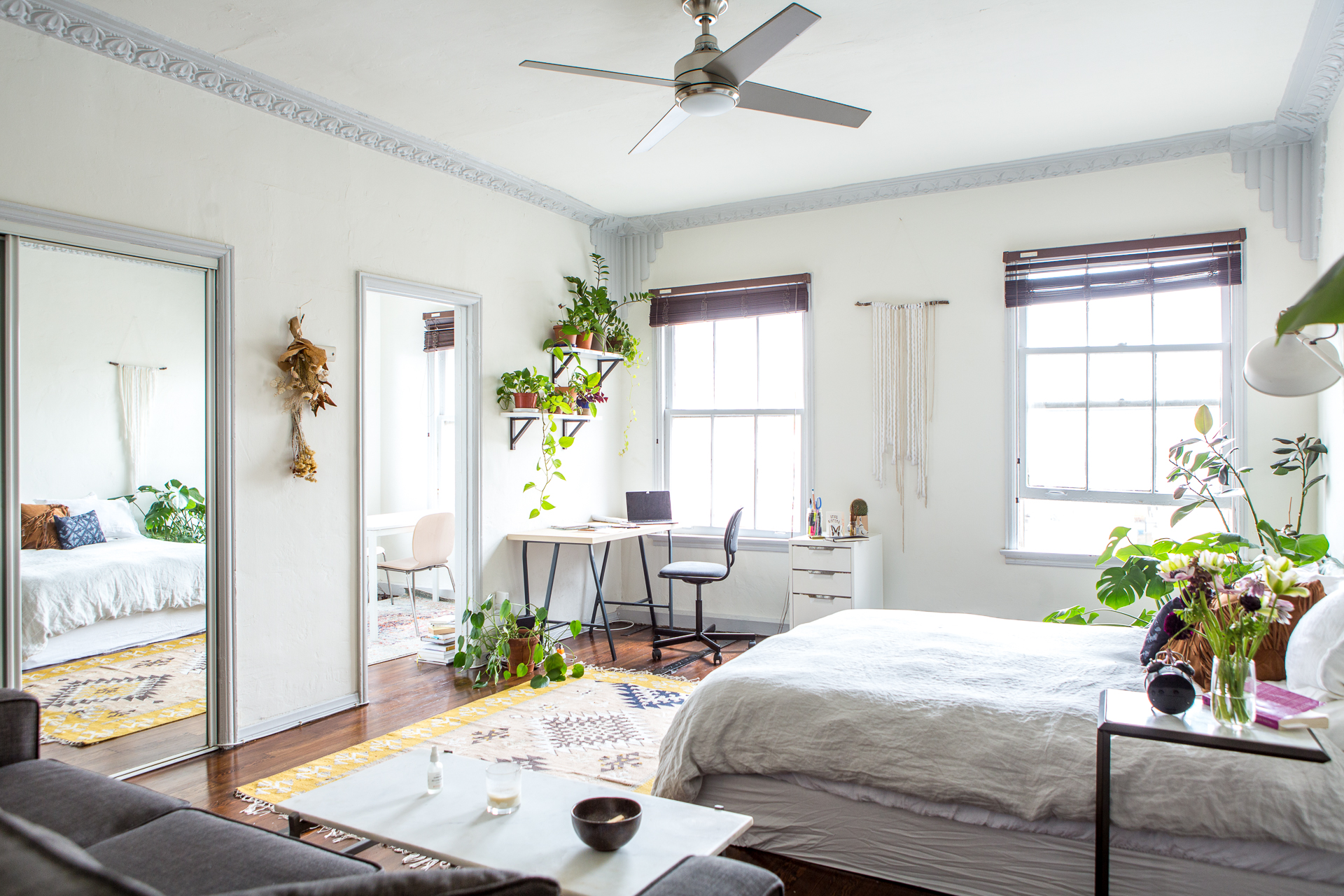 How To Create A Tiny Office Space In Your Bedroom For Working From Home Apartment Therapy