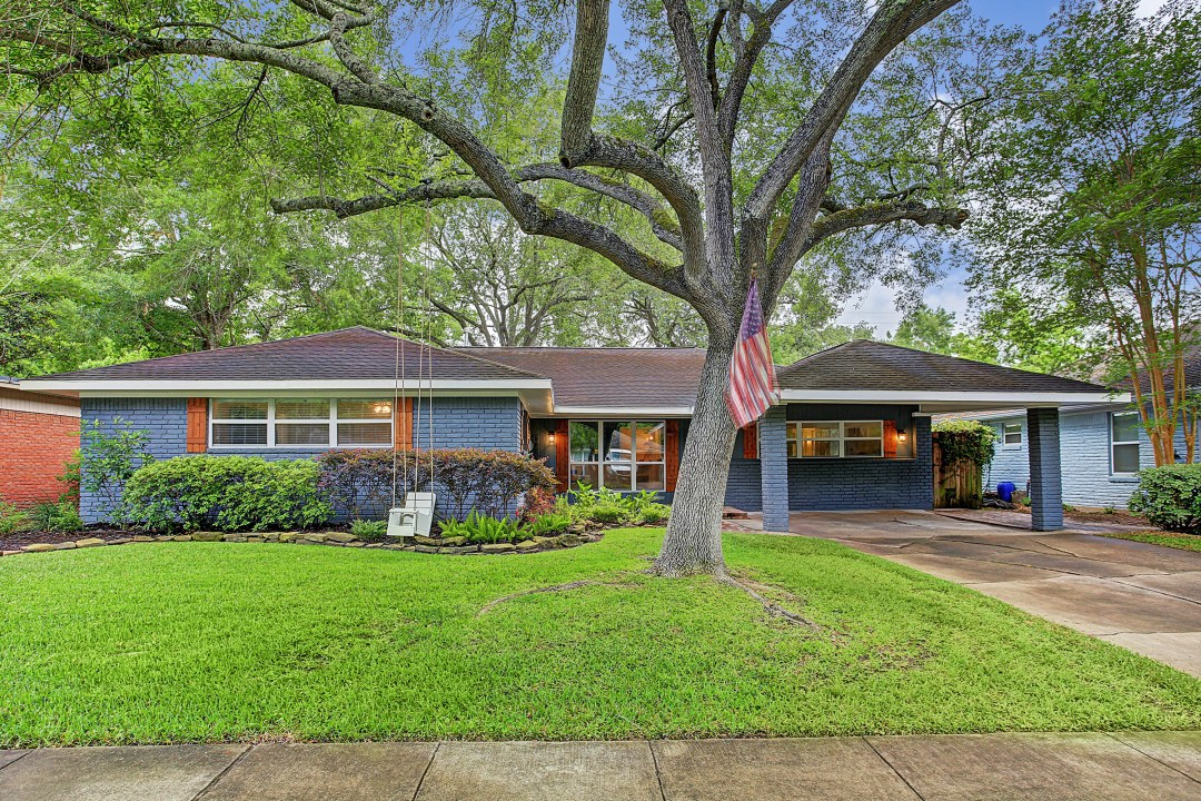 Look Inside: A Blue Beauty (with a Screened-In Porch) in Houston for $420K