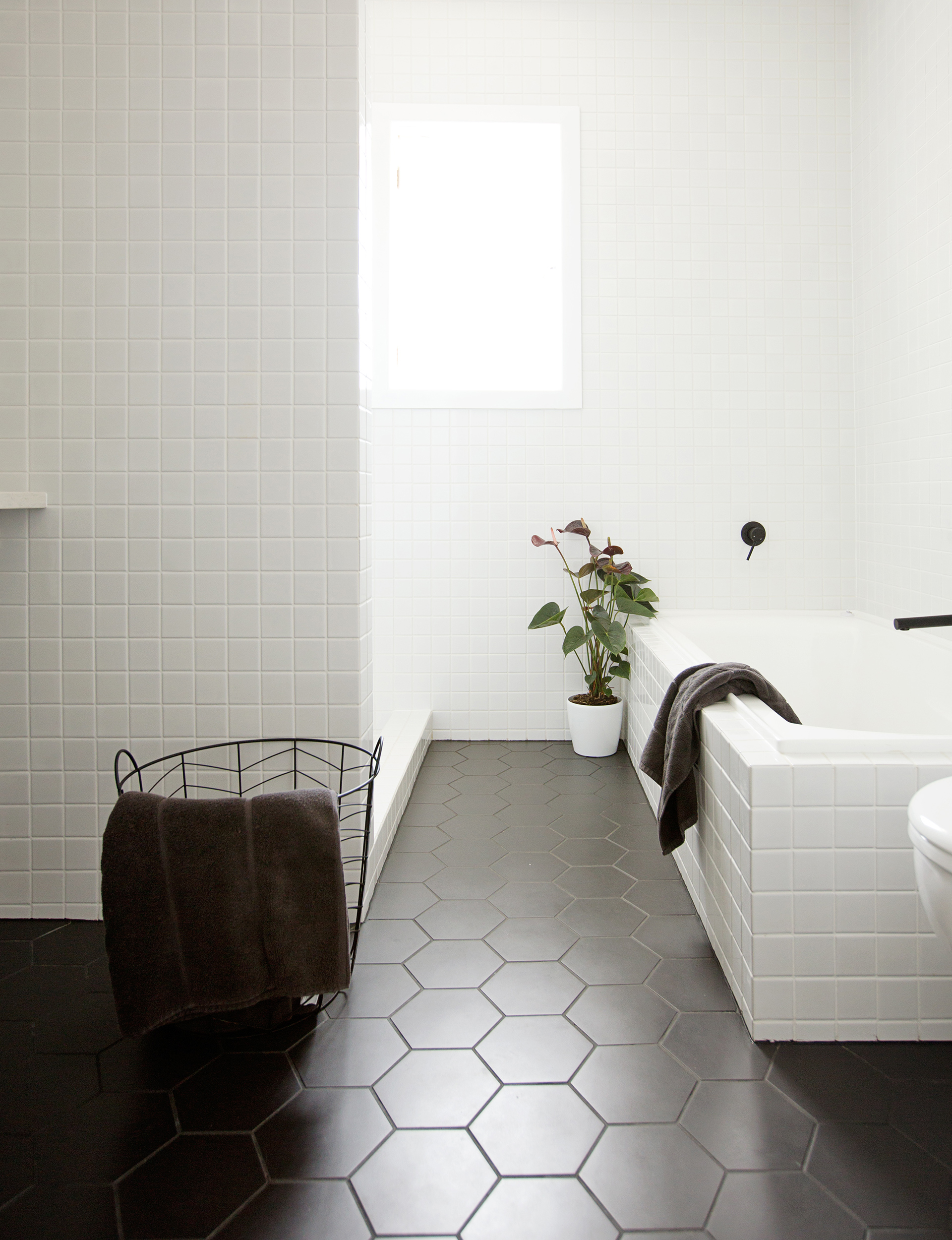 kitchen trend we love black tiles with black grout apartment therapy