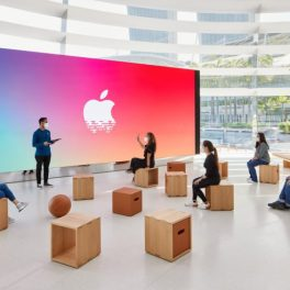 Apple-Store-Marina-Bay-Sands-Officiel-Interieur-Ecran-Geant-The-Forum-739x492