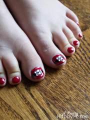 santa belt nails - pretty happy