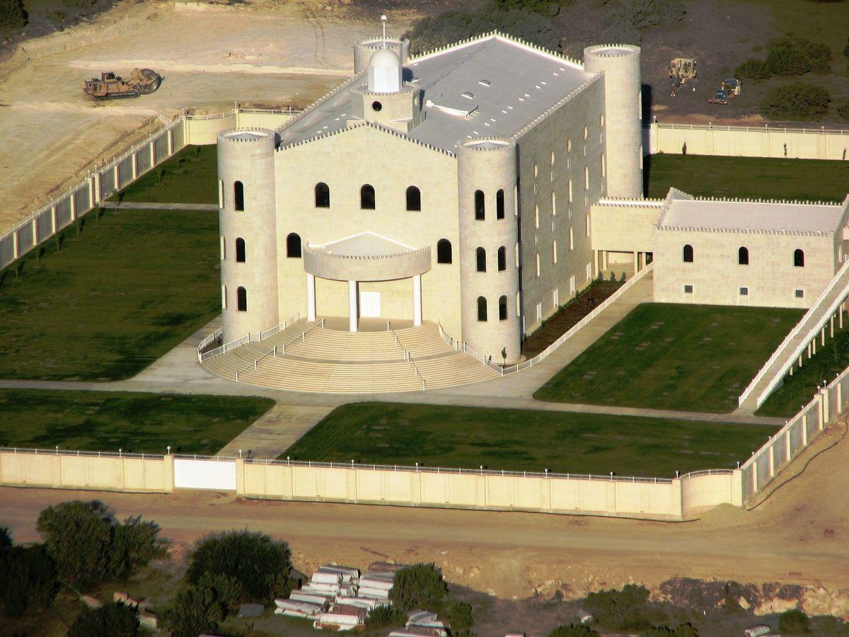 The temple at Yearning for Zion Ranch. Image via wikimedia.org