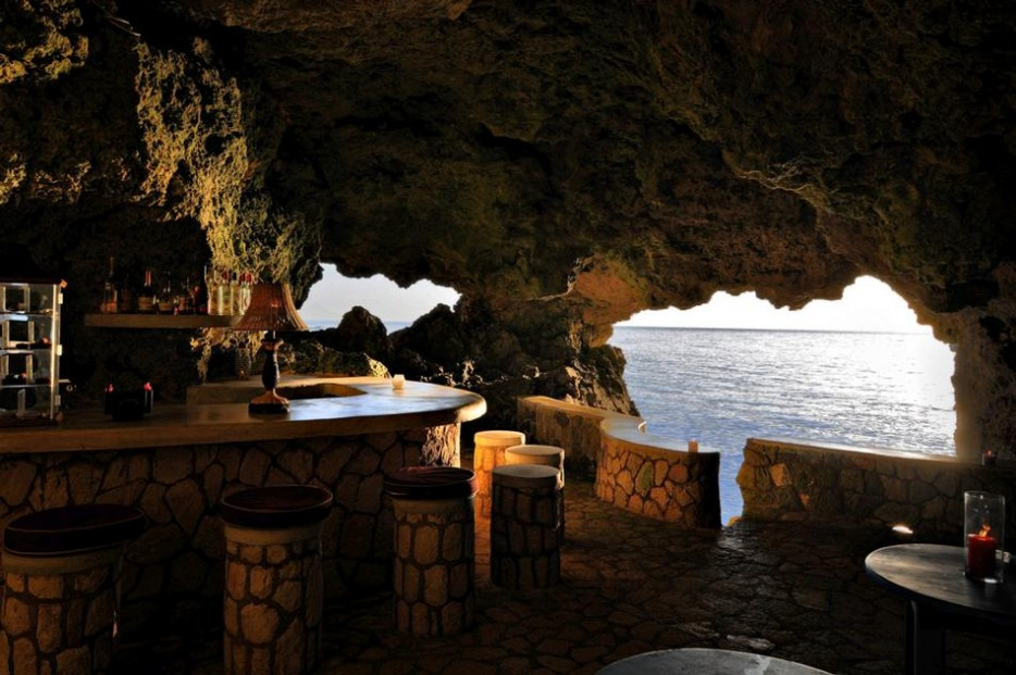 9-the_caves_-_rum_and_cigar_bar