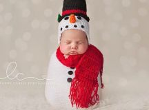 These 17 Newborns Wearing Knitted Christmas Outfits Will ...