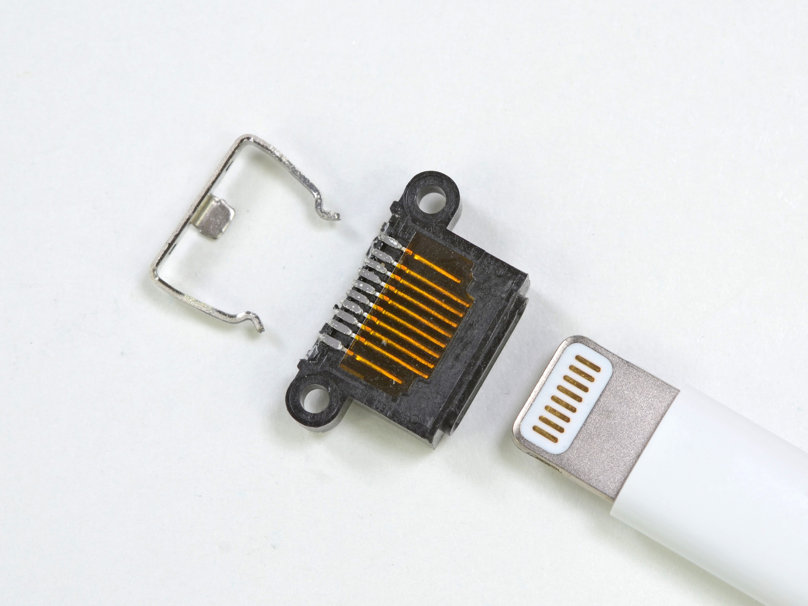 hight resolution of enlarge the iphone 5 s lightning connector disassembled note two