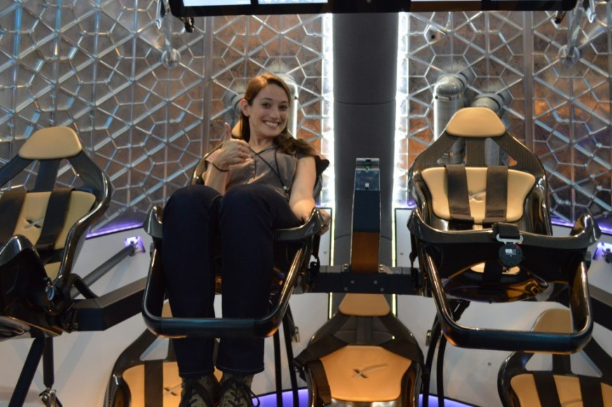 SpaceX shows off Dragon V2, its brand new manned space ...