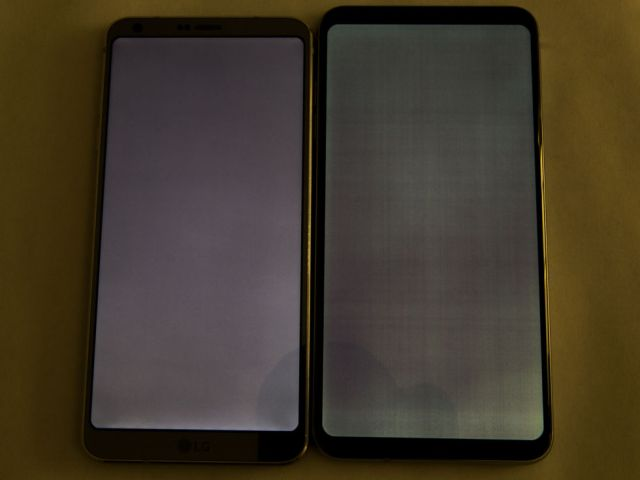 That's the LCD equipped LG G6 on the left, and the V30 on the right, both showing a solid grey image. The photo processing here aims to exaggerate the clarity difference for the camera—in reality, the effect is more subtle.