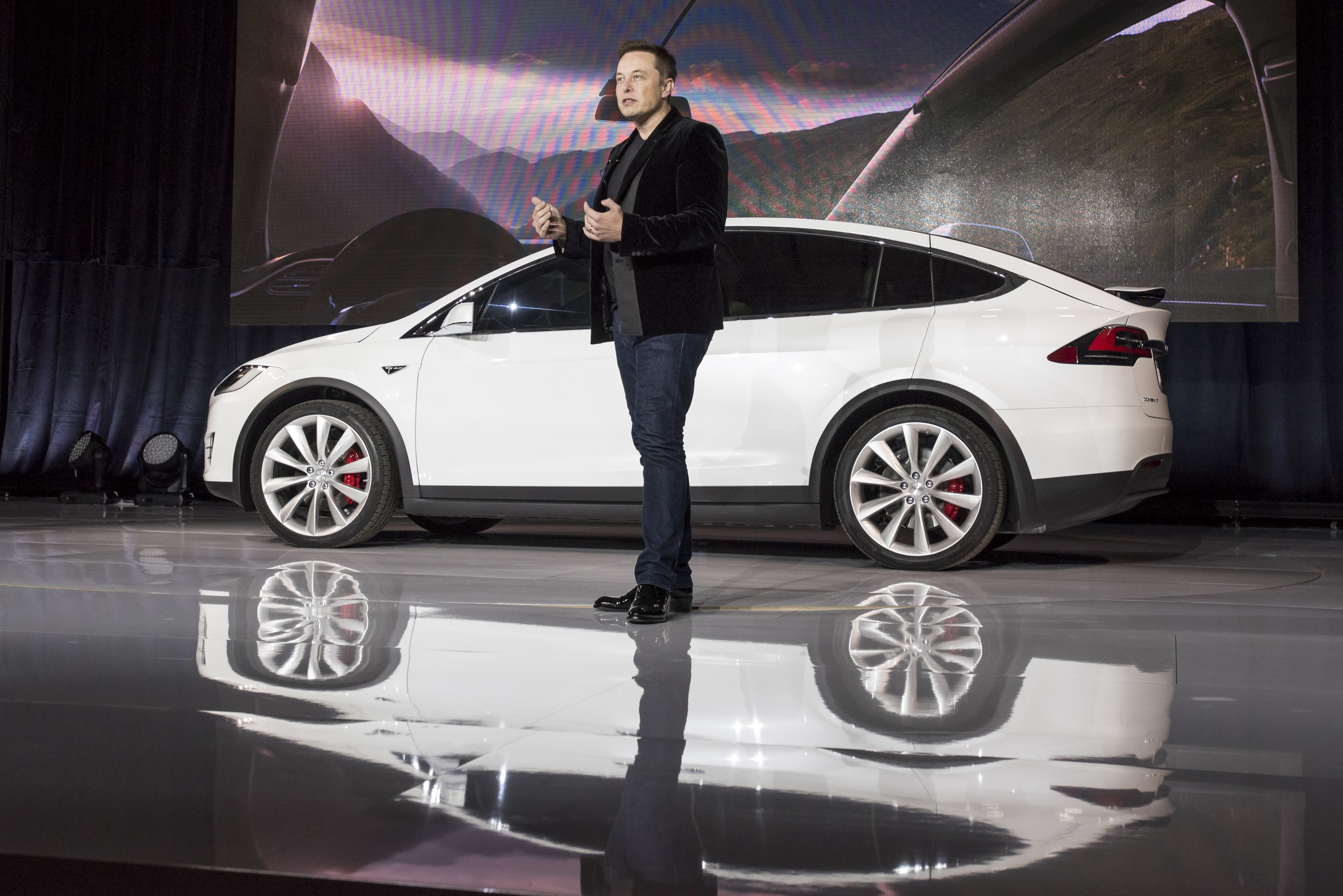 """Elon Musk unveiled the <a href=""""https://arstechnica.com/cars/2018/01/teslas-model-x-a-lovely-roadtripper-with-stiff-daily-driving-competition/"""">Model X</a> back in 2015."""