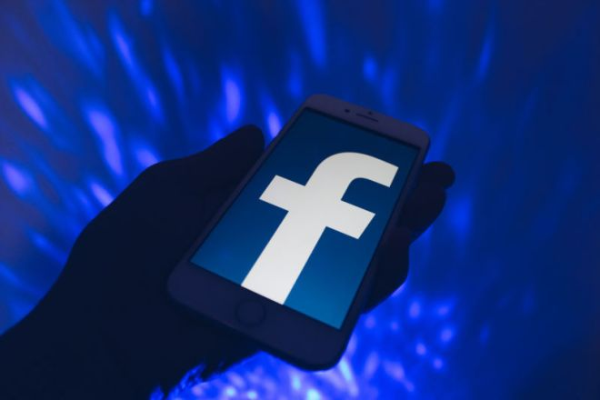 facebook-phone-800x533 How much COVID misinformation is on Facebook? Its execs don't want to know   Ars Technical