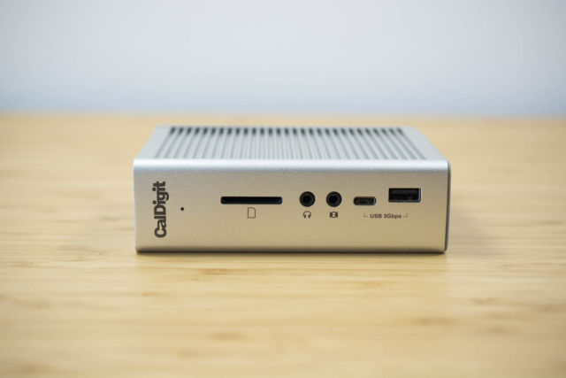 The CalDigit TS3 Plus can be positioned horizontally or vertically on your desk.