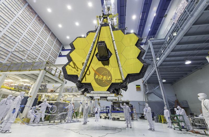 Image of the telescope's mirror.