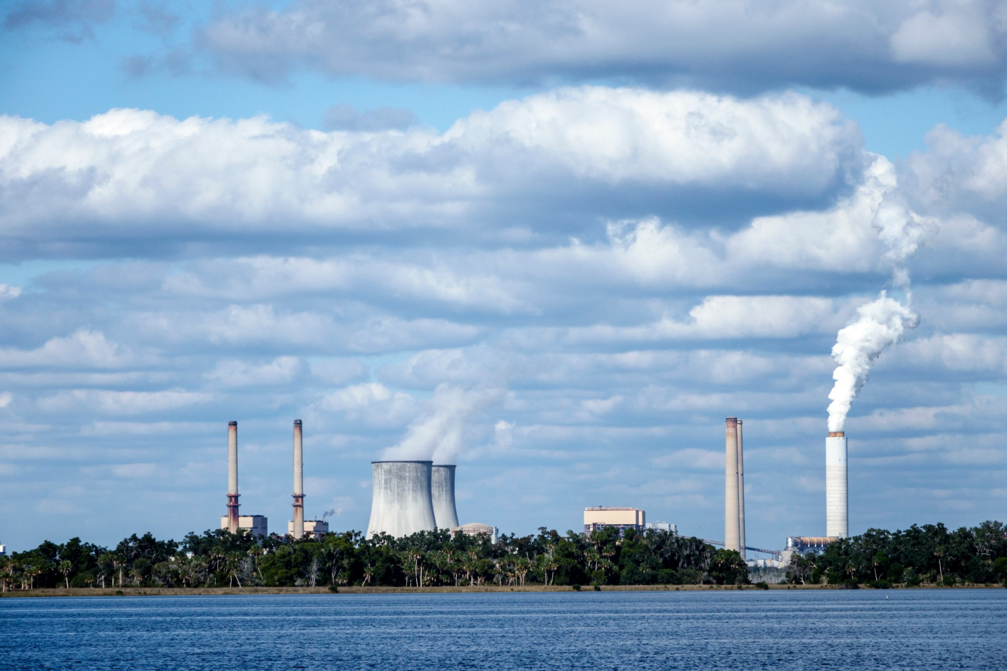 hight resolution of enlarge a view of the decommissioned duke energy crystal river nuclear power plant