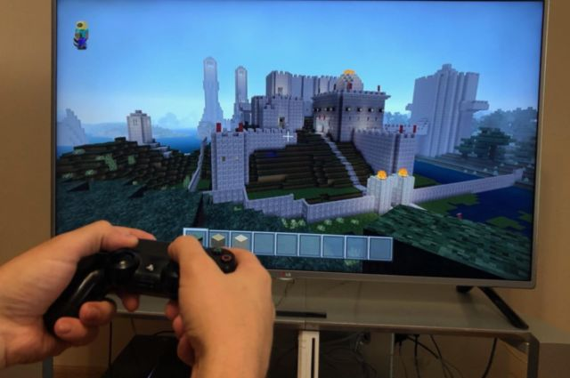 Study participants were split into groups, with some playing <em>Minecraft</em> and others playing a race car video game or watching TV.