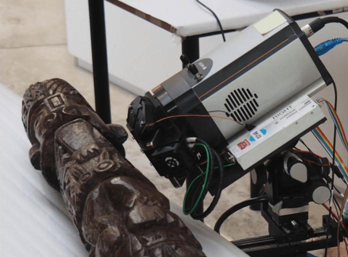 Raios-X revelam as cores desbotadas de um ídolo inca de 1.300 anos