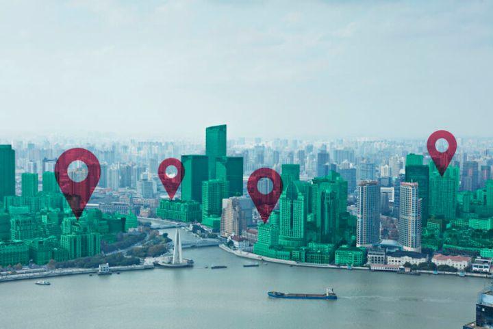 Map pin flat on green cityscape and Huangpu River