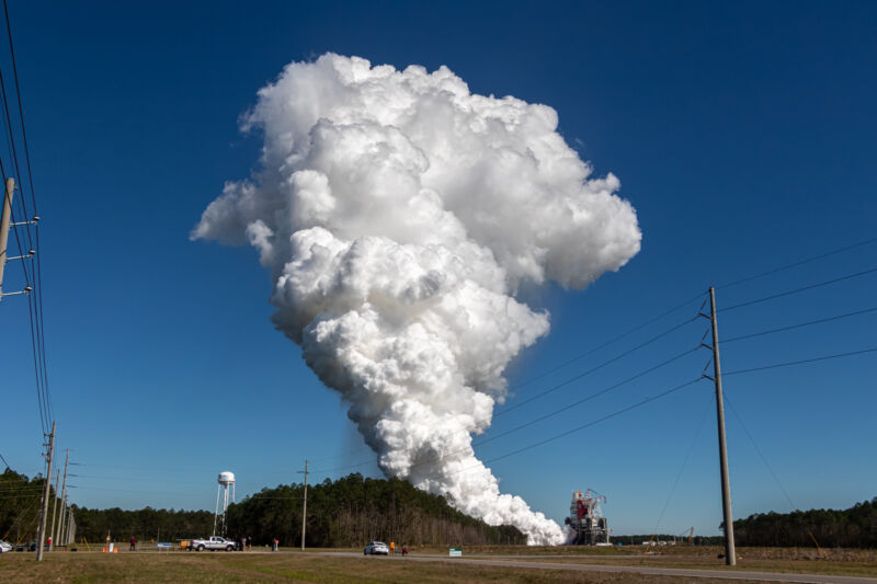 Photo of SLS core stage hot fire test.