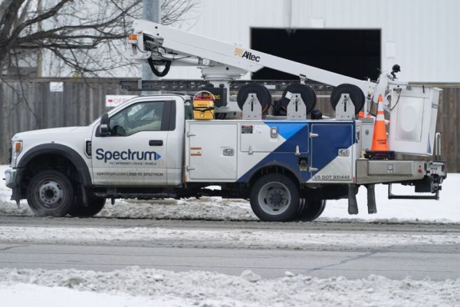 getty-charter-spectrum-service-truck-800x533 Charter charges more money for slower Internet on streets with no competition | Ars Technical