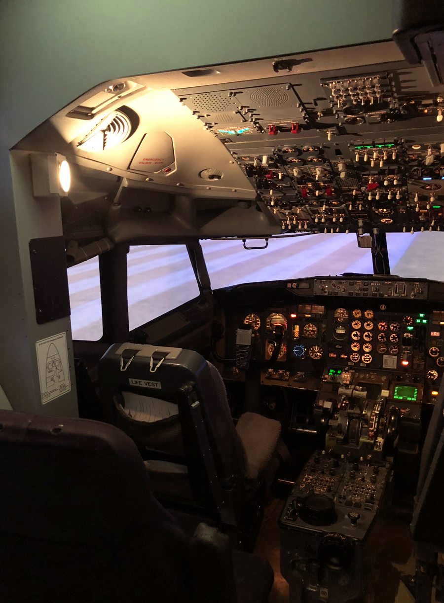 Im not a pilot but I flew the Delta Flight Museums 737