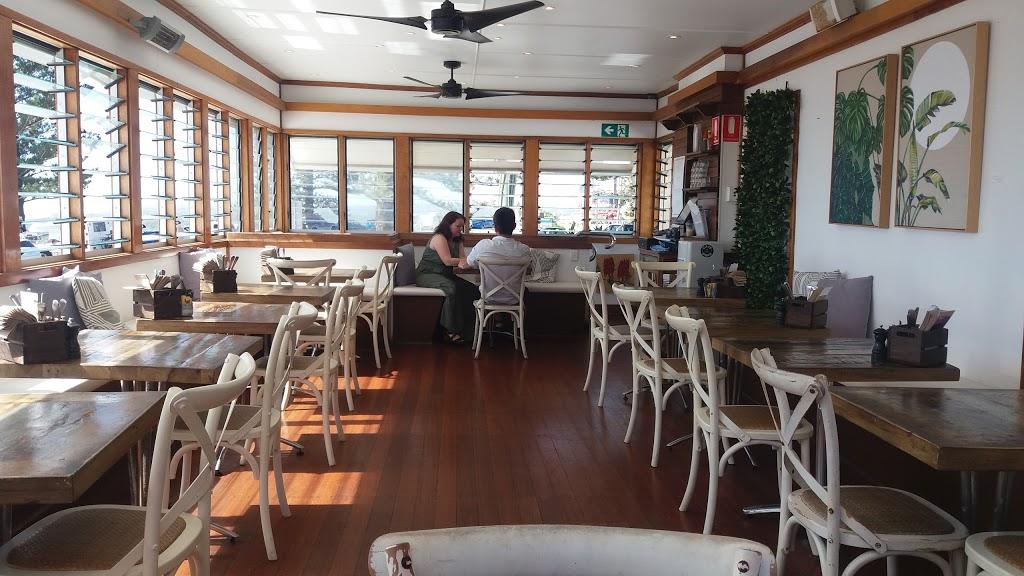 Cafe Dbar - Restaurant | 275 Boundary St. Coolangatta QLD 4225. Australia