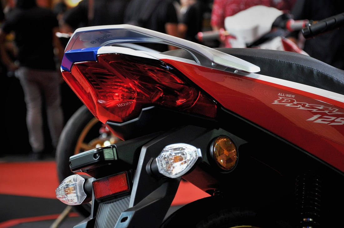 hight resolution of honda dash 125 rear lights close up malaysia boon siew honda