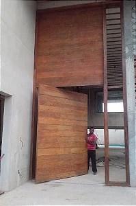 Porta de madeira de demolio  Nubraz  Desde 2001