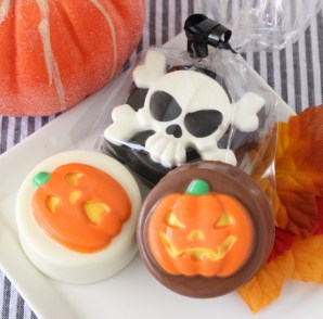 Halloween Chocolate Covered Oreo Cookies