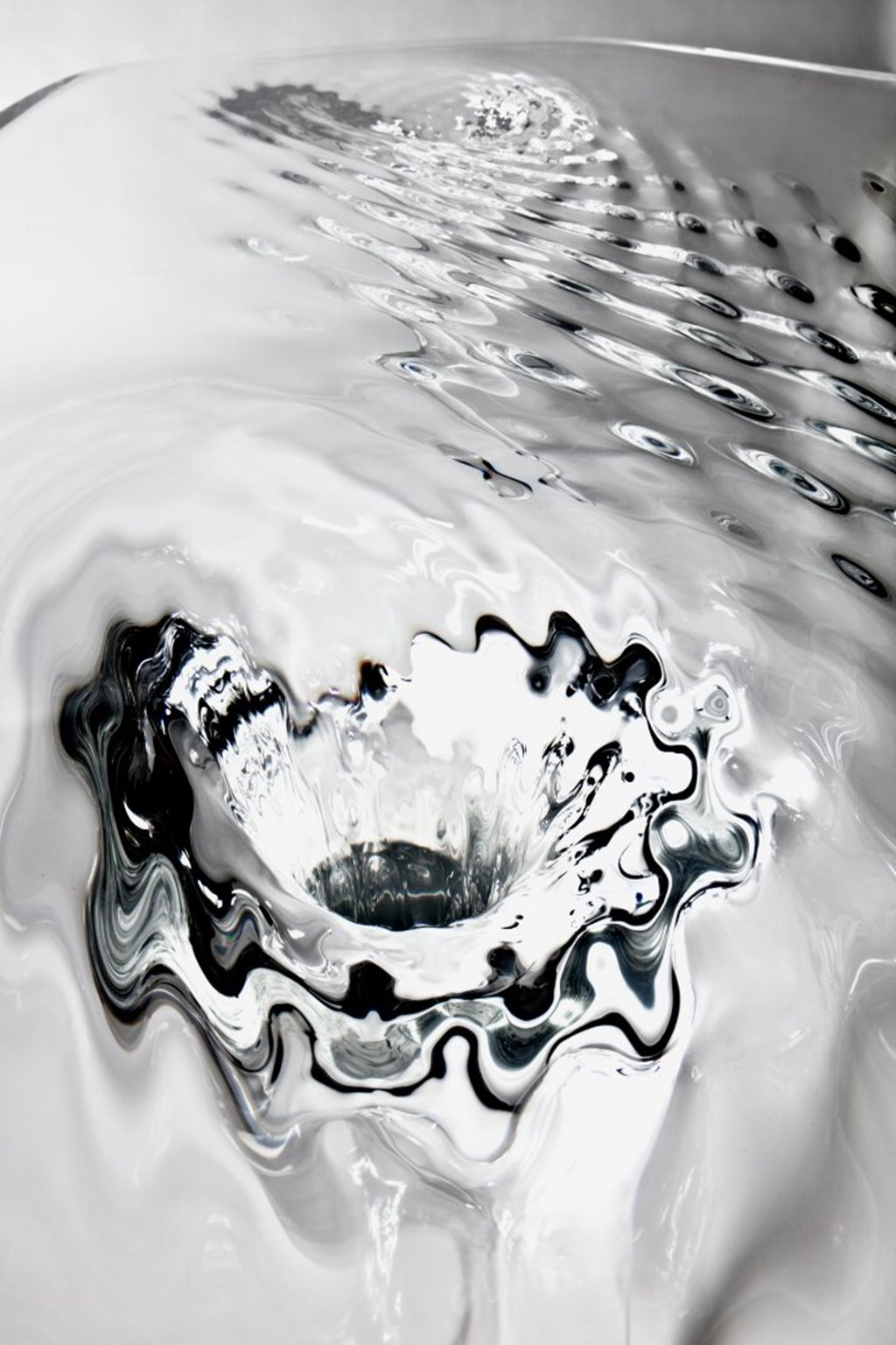 Zaha Hadid demonstrated amazing features of acryl at