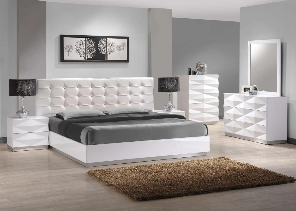 The grey color in the interior and its combinations with