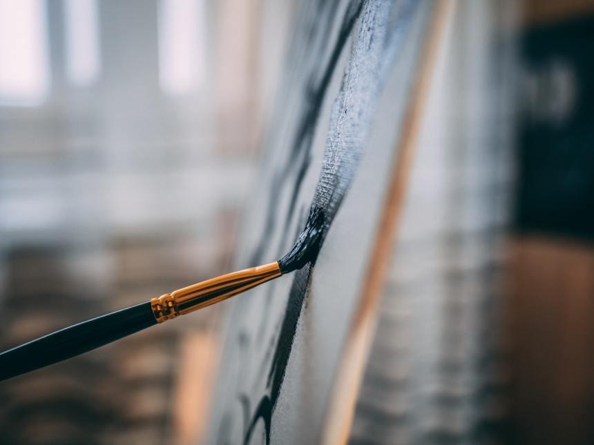 dipingere con un pennello