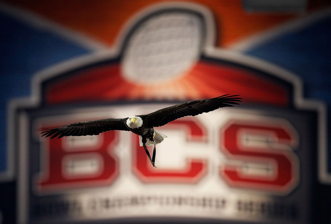 GLENDALE, AZ - JANUARY 10:  Challenger, a Bald Eagle circles the stadium during the national anthem for the Tostitos BCS National Championship Game between the Oregon Ducks and Auburn Tigers at University of Phoenix Stadium on January 10, 2011 in Glendale, Arizona.  (Photo by Kevin C. Cox/Getty Images)